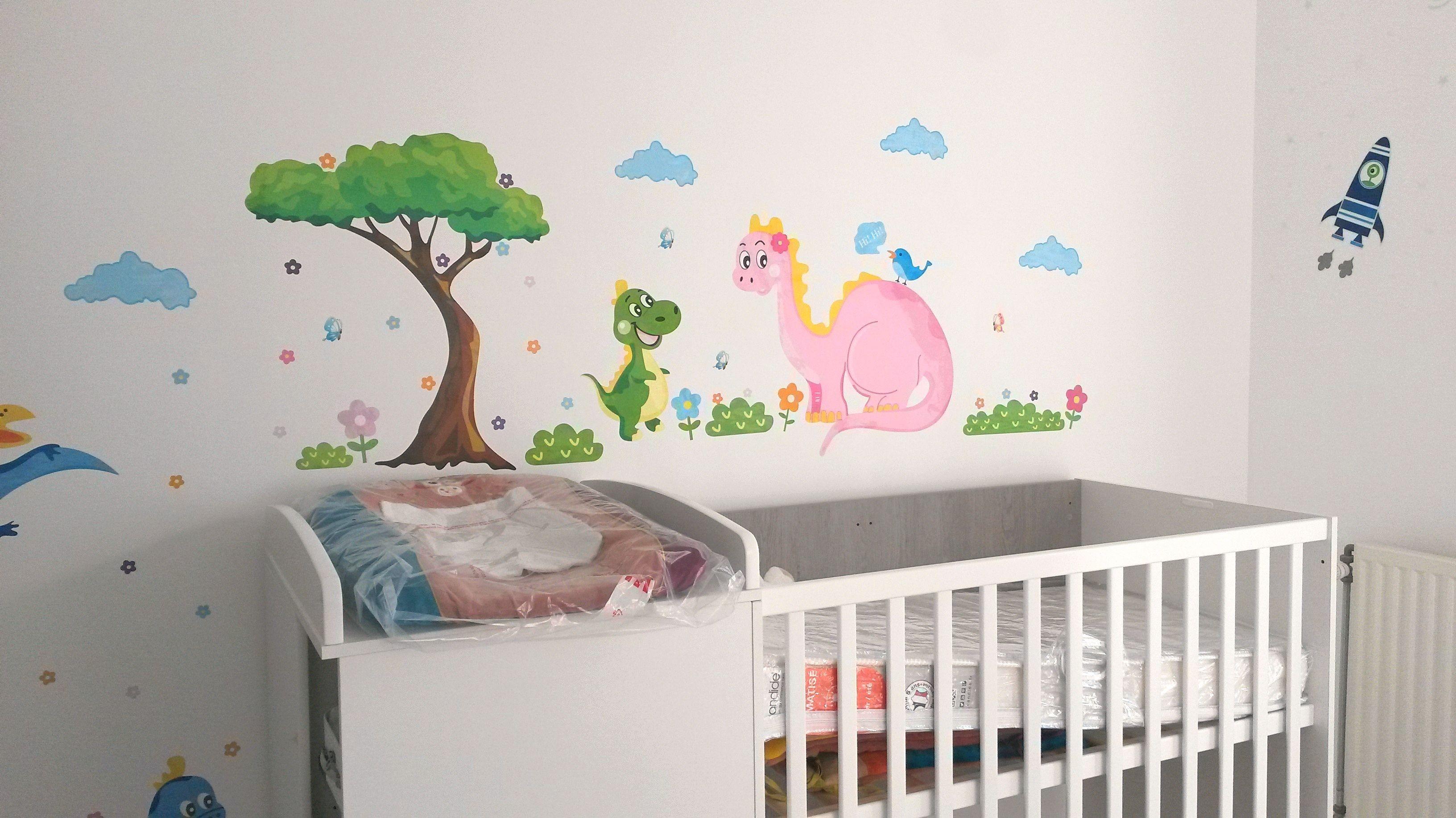 Idée déco pour chambre enfant avec des stickers.
